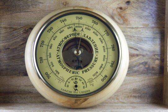 Sehr schönes Wandbarometer mit offenem Werk und Thermometer USSR